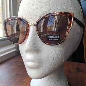 Steve Madden Cat Eye Tortoise Shell Sunglasses NWT
